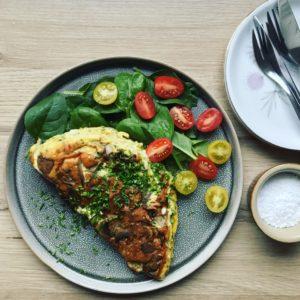 Omelet med champignon og hytteost