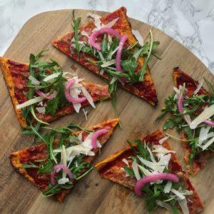 Pizza med grøntsagsbund
