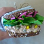 Rugbrødssandwich med tun