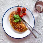 Omelet med tomat og mozzarella