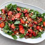 Jordbærsalat med grønkål