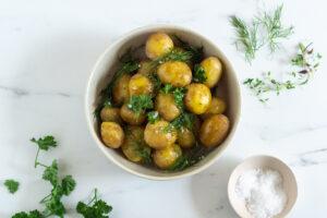 Nye kartofler med krydderurter