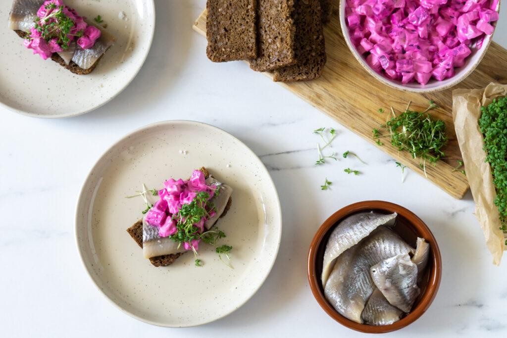 Marinerede sild med russisk salat