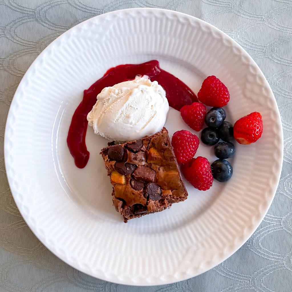Brownie med maricpan og nougat